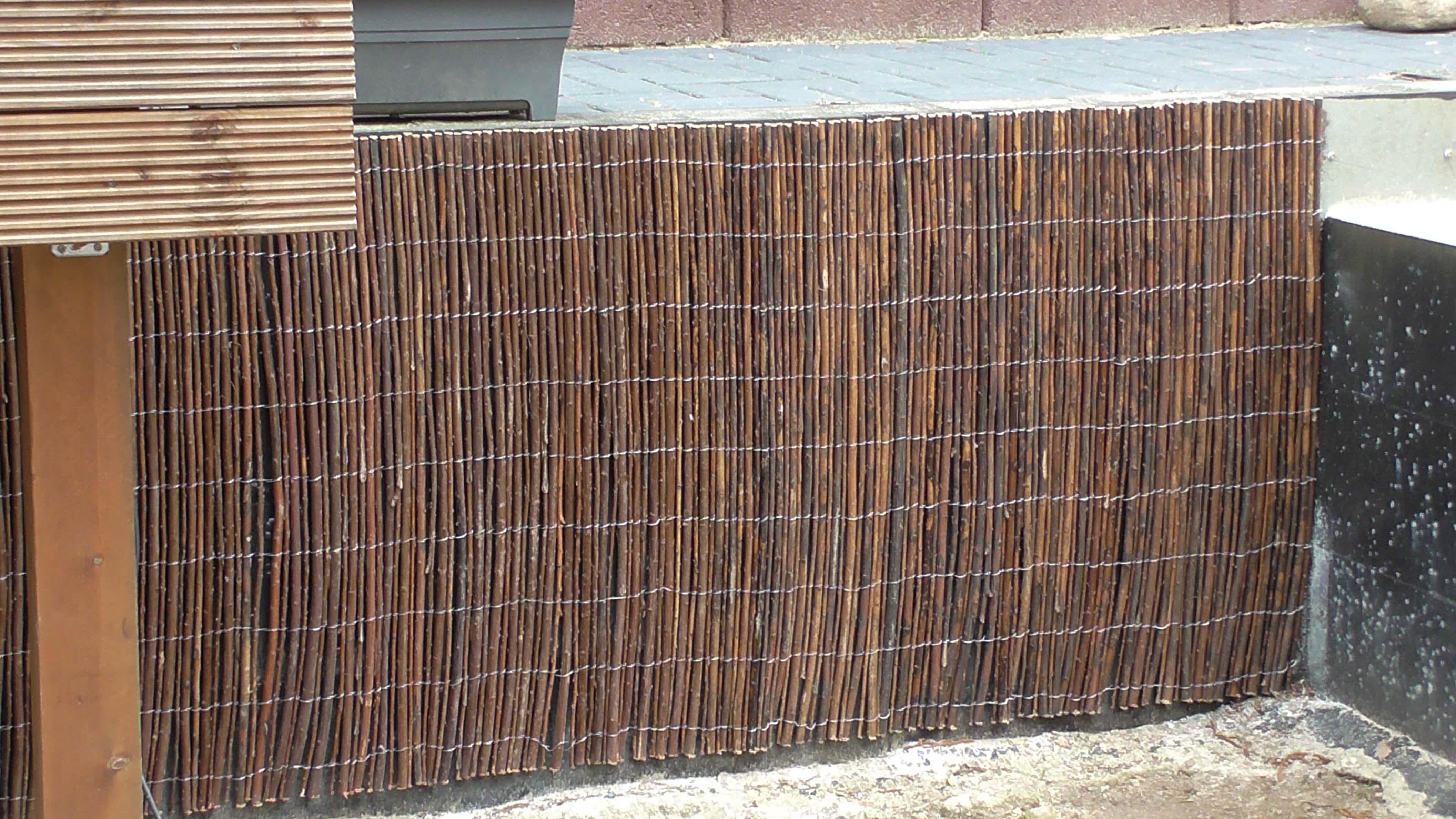 Mit Weidenmatten Eine Betonmauer Verkleiden