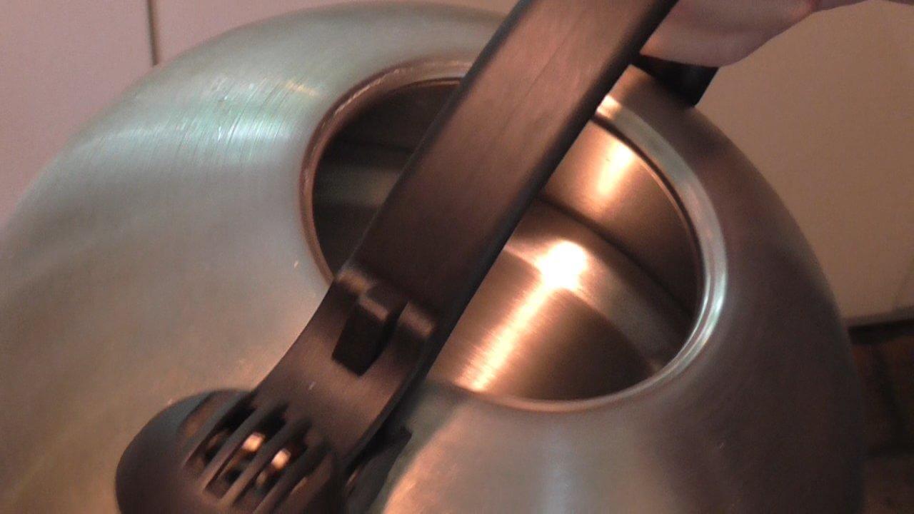 Wasserkocher entkalken wirkungsvoll - Kalk entfernen wasserkocher ...