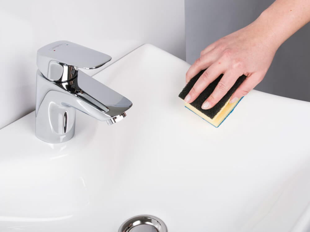 Waschbecken polieren